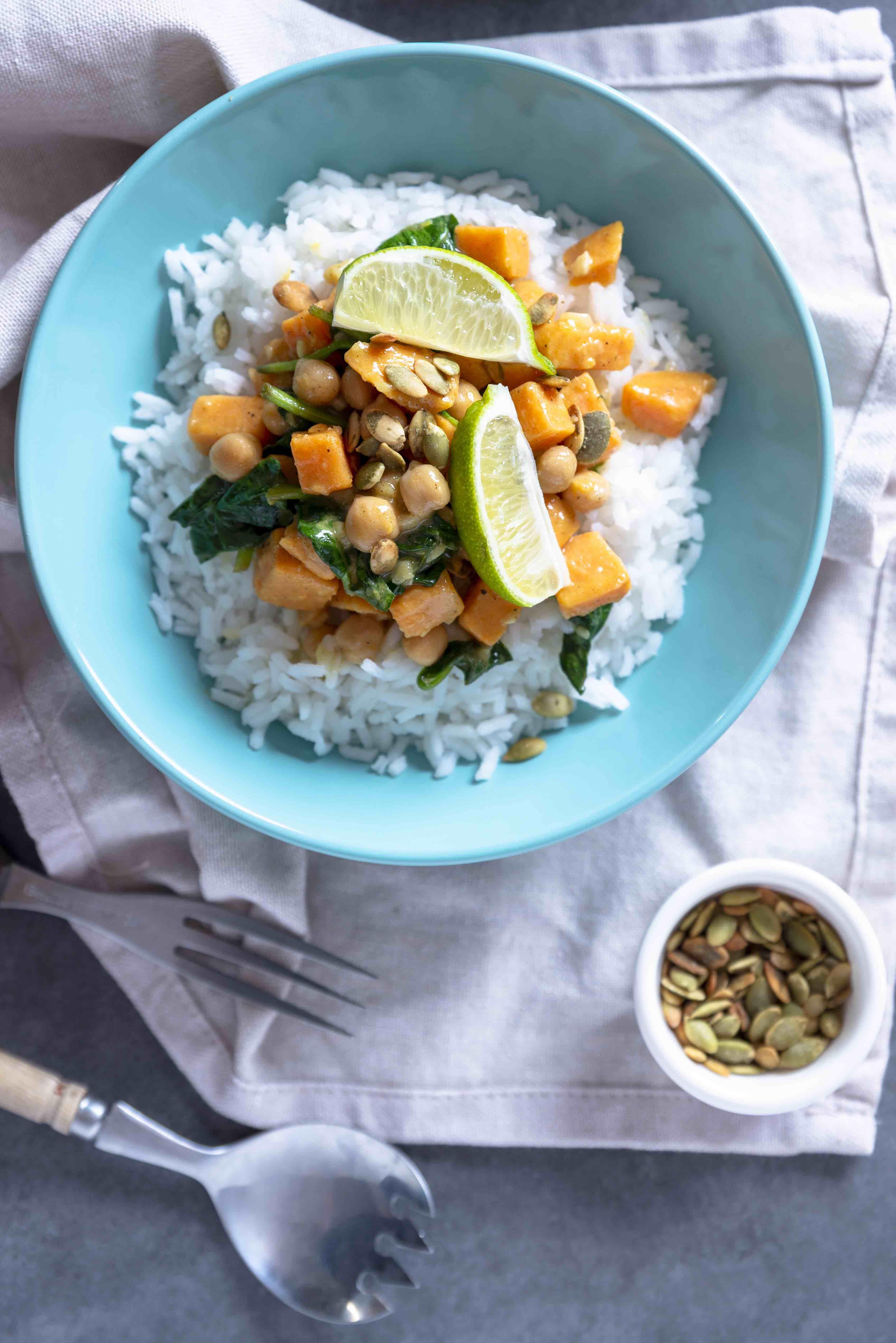 Cooked By Me - Curry de naut si cartofi dulci